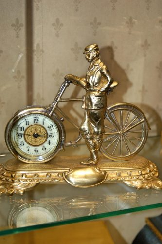 United Clock Compnay Bicycle clock