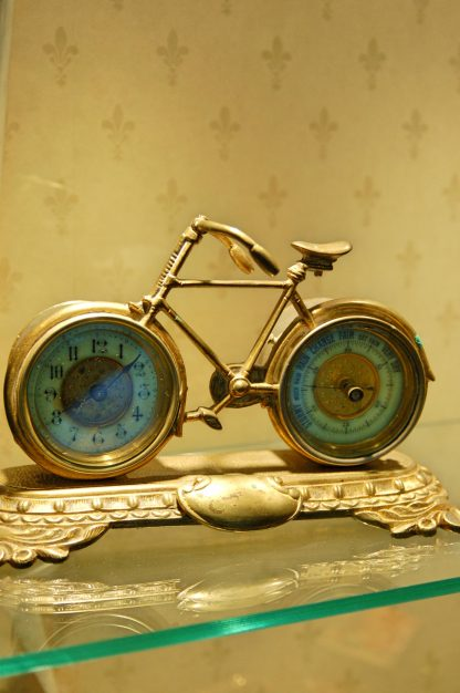 A fine clock barometer bicycle